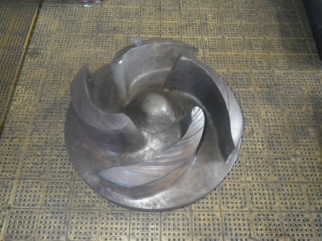 スラリーポンプを分解した部品 インペラ