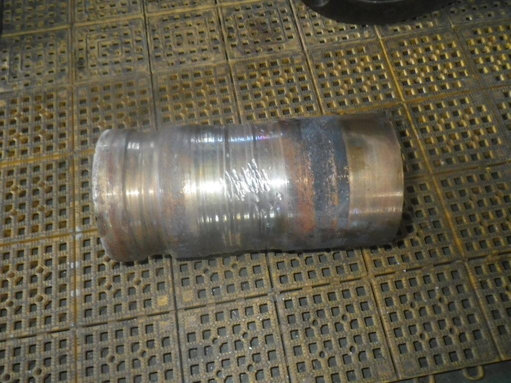 スラリーポンプを分解した部品 摩耗したスリーブ