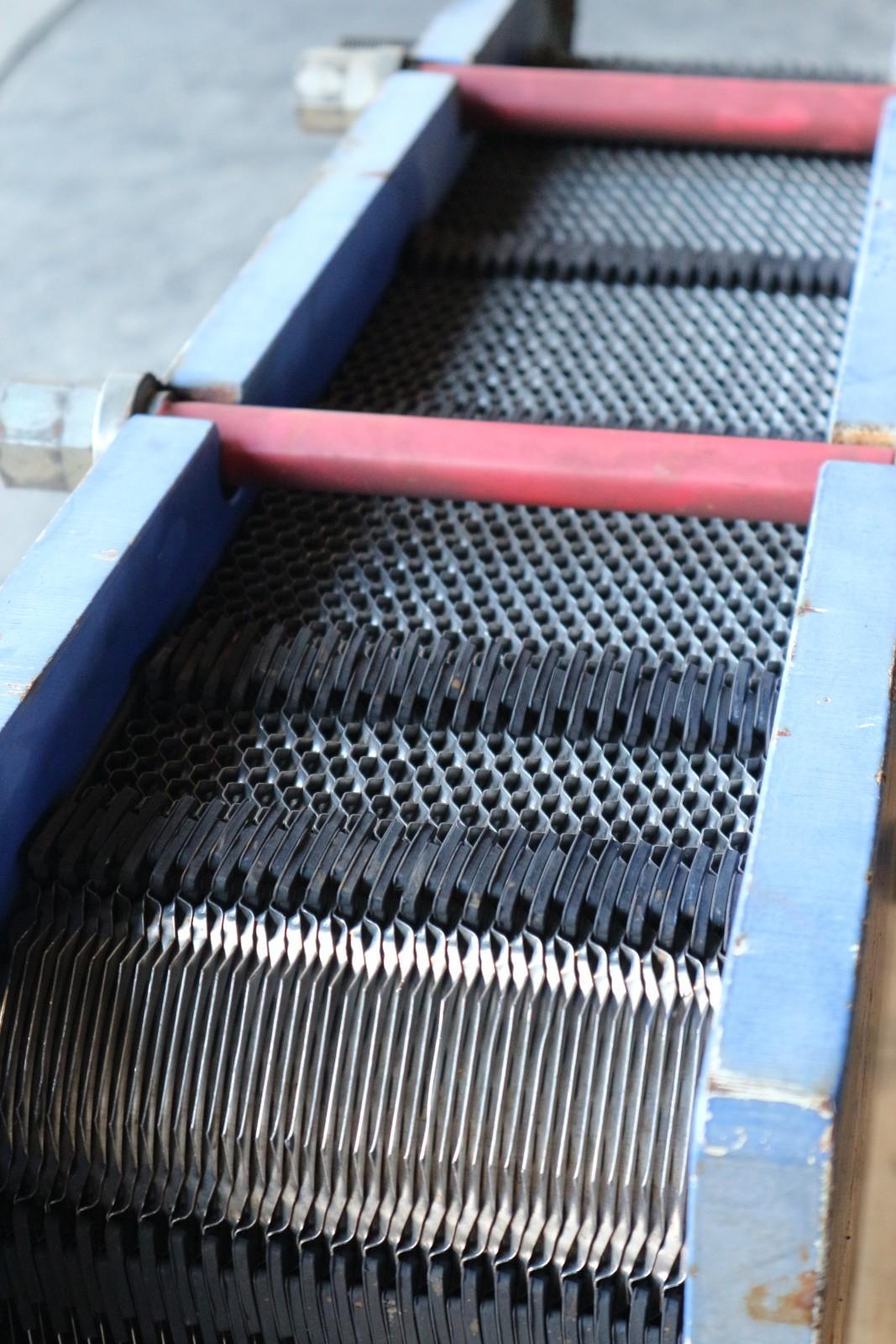 劣化したプレート式熱交換器