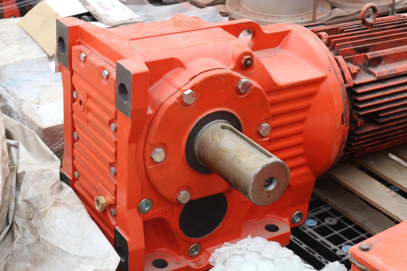 補修完了後のアンローダー走行車輪駆動用減速機