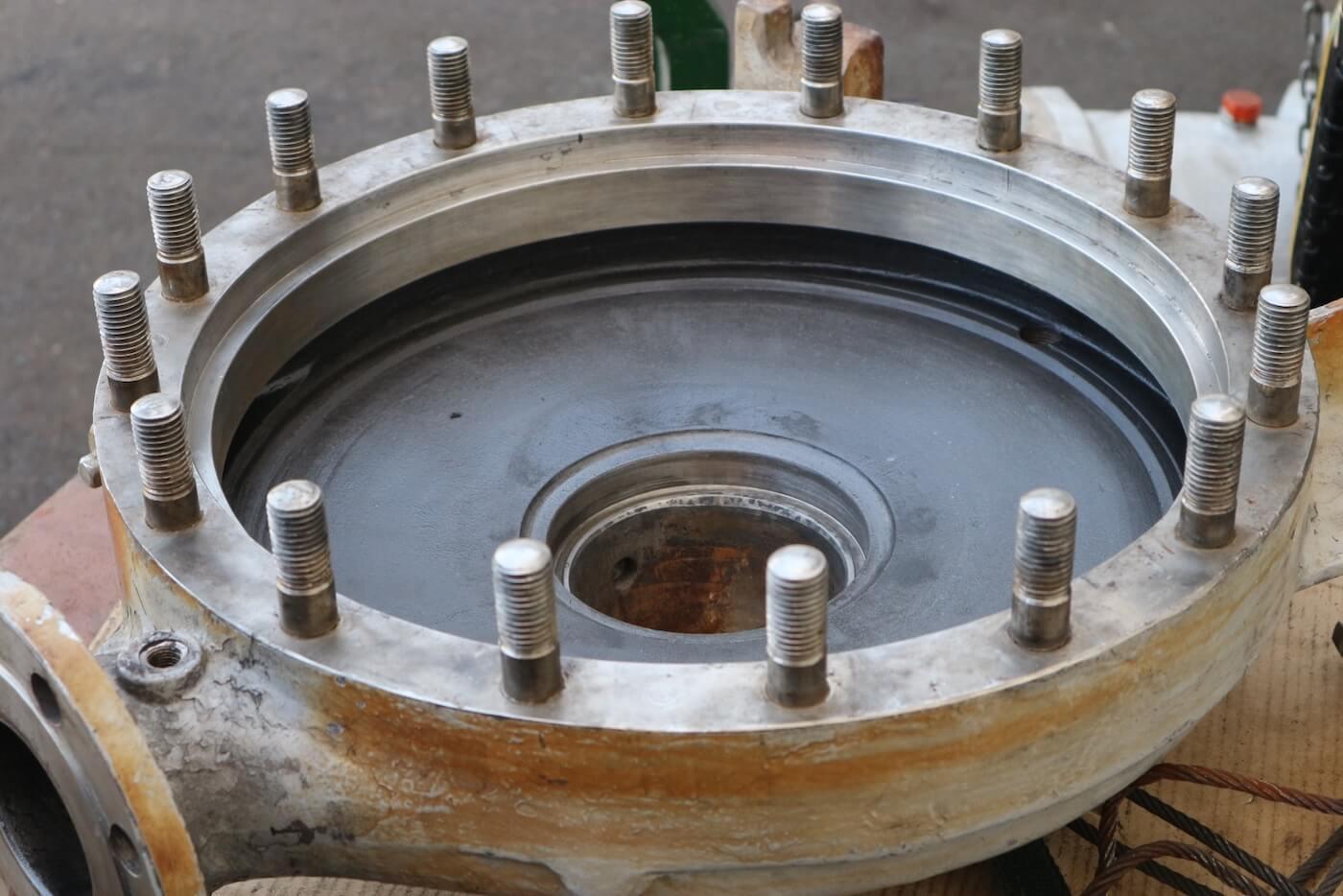 横型遠心ポンプのケーシングを補修