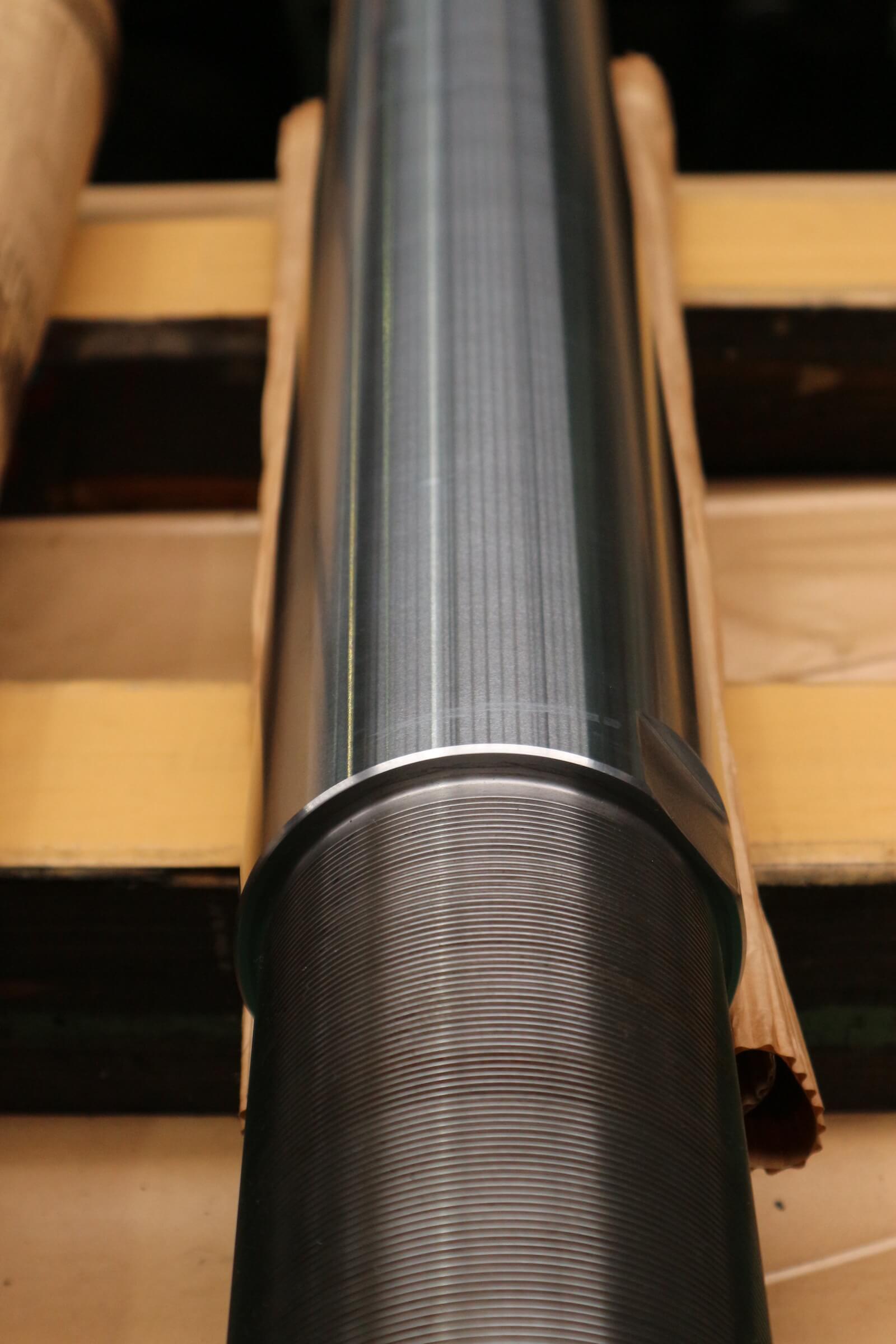 微粉砕用竪型ミルのローラ 圧下用シリンダー ロッド