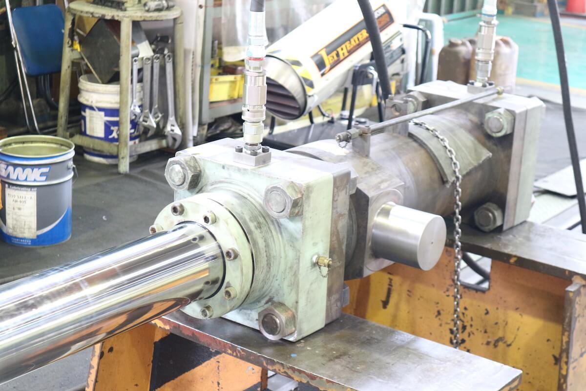 油圧シリンダー分解メンテナンスの事例