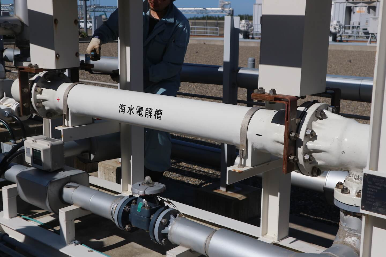 海水電解槽の電極洗浄事例